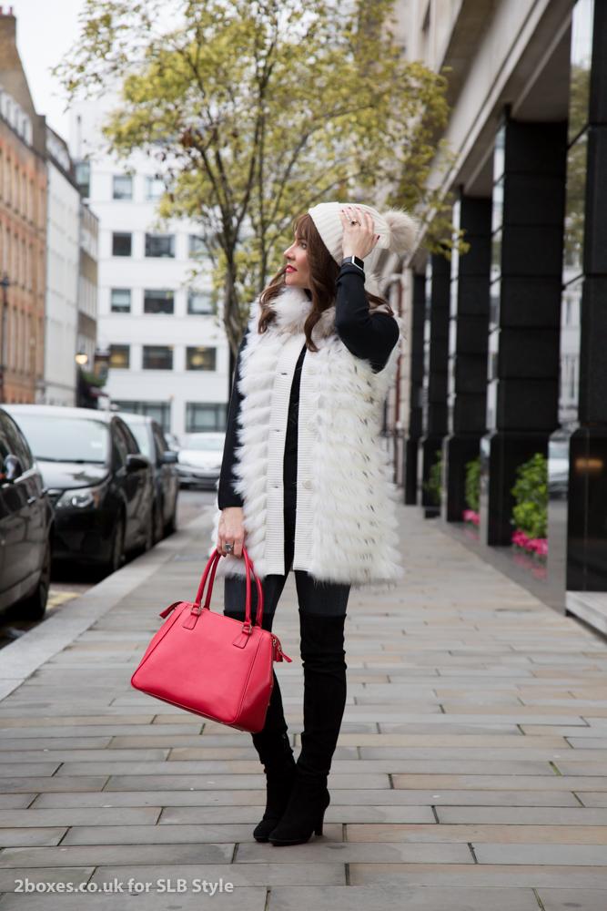 how to dress like a bond girl